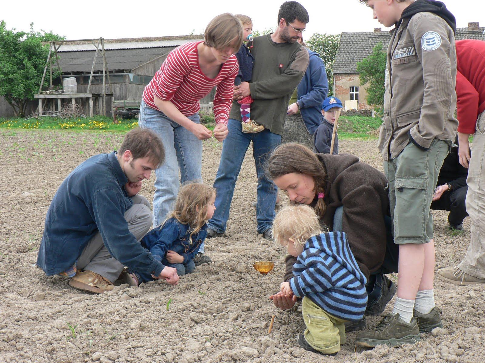 Teilnehmer beim Säen 2
